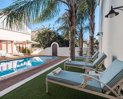 Accommodation-Banhoek-Lodge-Stellenbosch-Swimmingpool