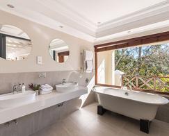 Accommodation-Stellenbosch-Banhoek-Suite-b-495_0009_Banhoek_Suite-6_Bathroom_7