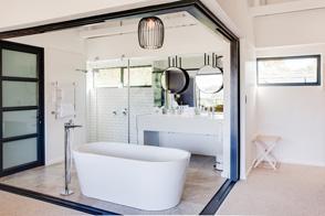 Banhoek-Lodge-Rooms-Deluxe-Bathroom